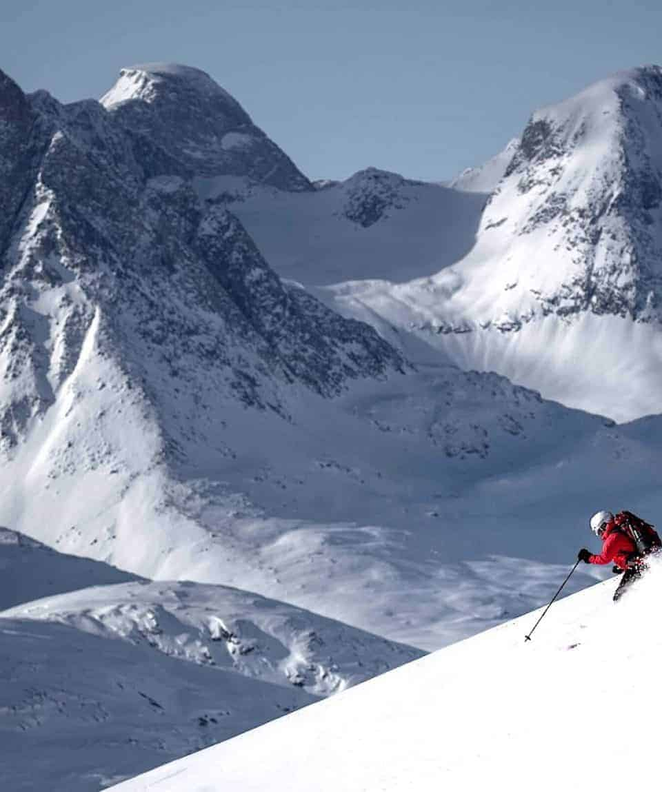 ski-touring-among-remote-peaks-in-east-greenland-1