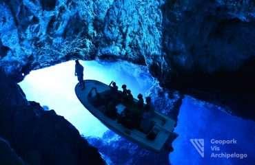 Blue Cave, Vis